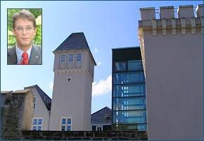 Prof. Wachowiak doziert an der FH Bad Honnef-Bonn