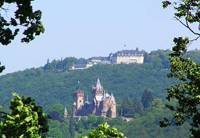 Blick auf Petersberg und Drachenfels